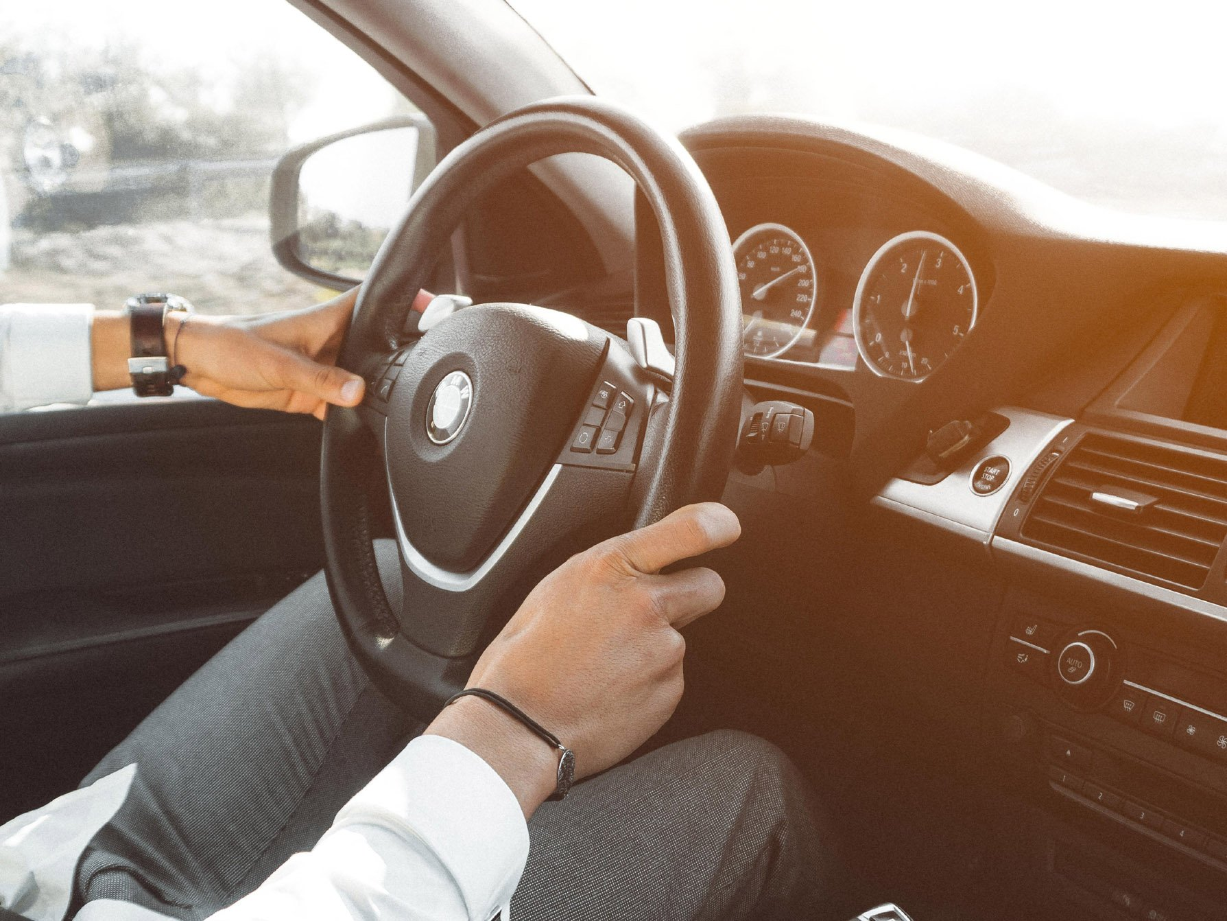 αυτοκίνητο δίπλωμα οδήγησης τιμόνι