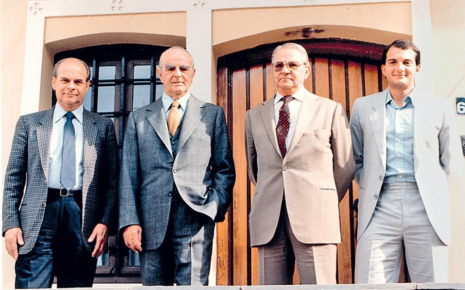 Κώστας Καραμανλής: Σπάνια φωτογραφία με τον Κωνσταντίνο Καραμανλή