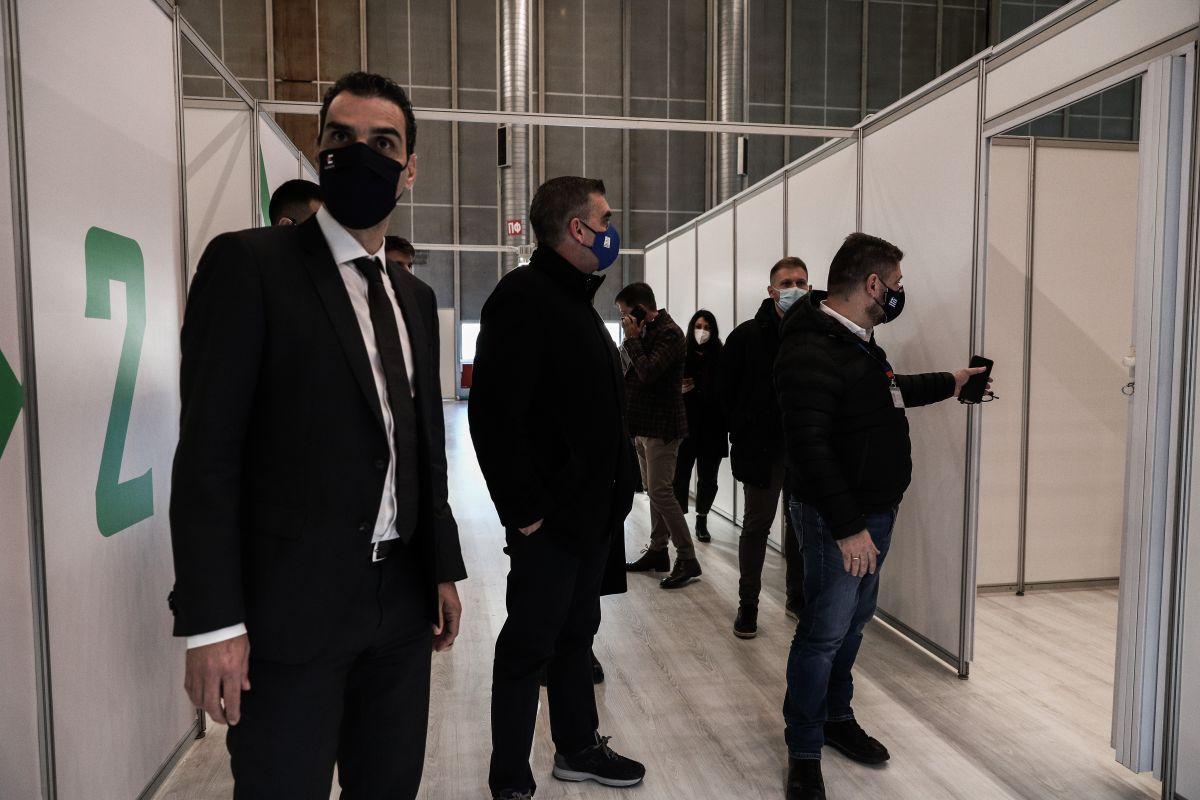 Νίκος Χαρδαλιάς και Μάριος Θεμιστοκλέους επισκέφθηκαν τα νέα mega εμβολιαστικά κέντρα